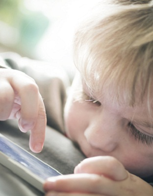 """Los riesgos del """"celular sonajero"""""""